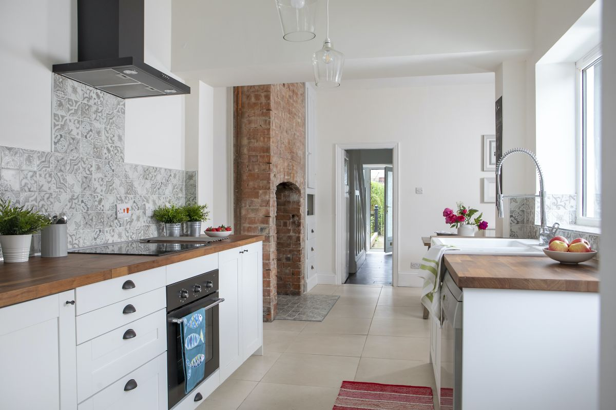 First Time Buyer Renovates Dated Terrace for Just £26k!