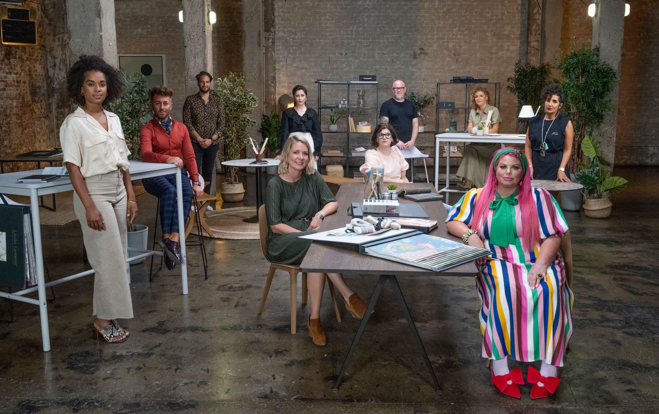 Los participantes de la segunda serie se reúnen en la sala de diseño
