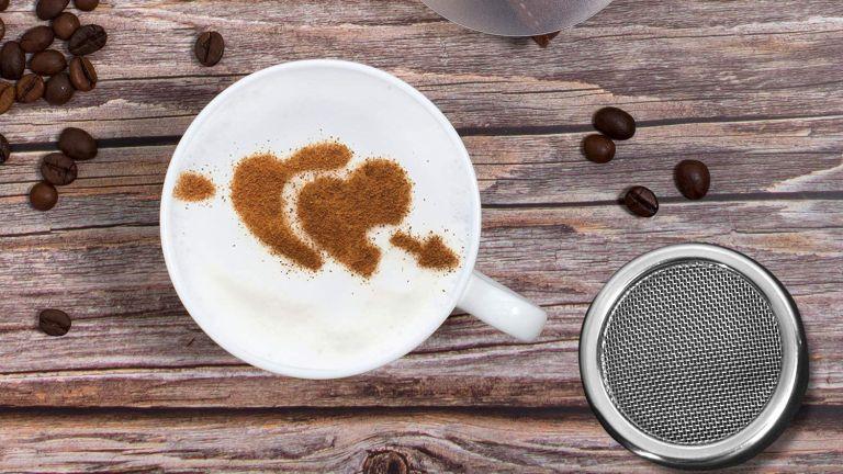 Coffee station essentials: Whaline 2 Pack Chocolate Shaker + Stencils