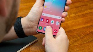 Samsung Galaxy S10 in-display fingerprint scanner is getting