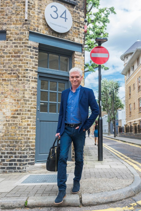 Phillip Schofield looks dapper on set (ITV Pictures)