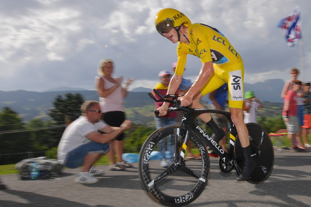 chris froome using full time trial bike setup made the