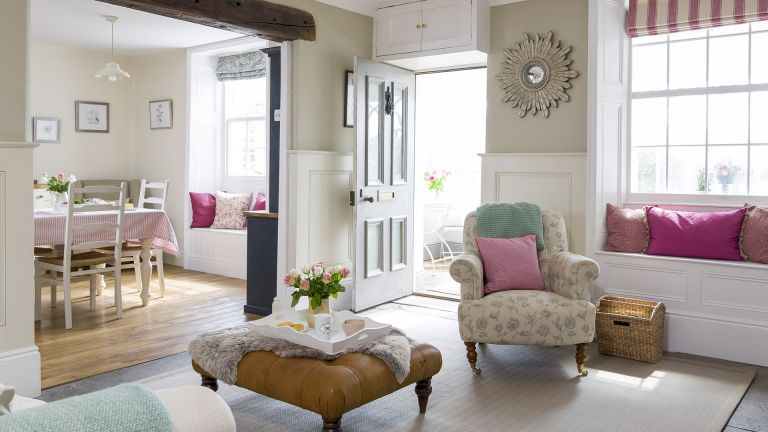 Cottage hallway ideas - open front door in cottage hallways