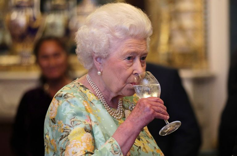 buckingham palace launches gin queen garden botanicals