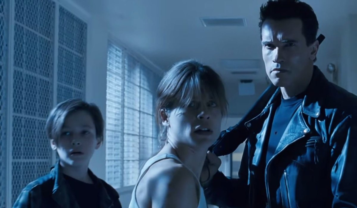 Terminator 2: Judgement Day John and Sarah Connor stand with a T-800 in the psych ward hallway