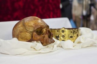 Scull and Crown of Saint Erik