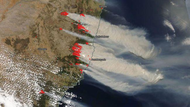Asap mengepul hingga di kepulauan Tasmania.