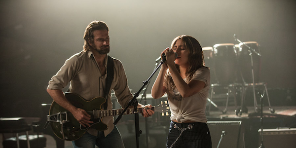 Bradley Cooper and Lady gaga performing  in A star is born