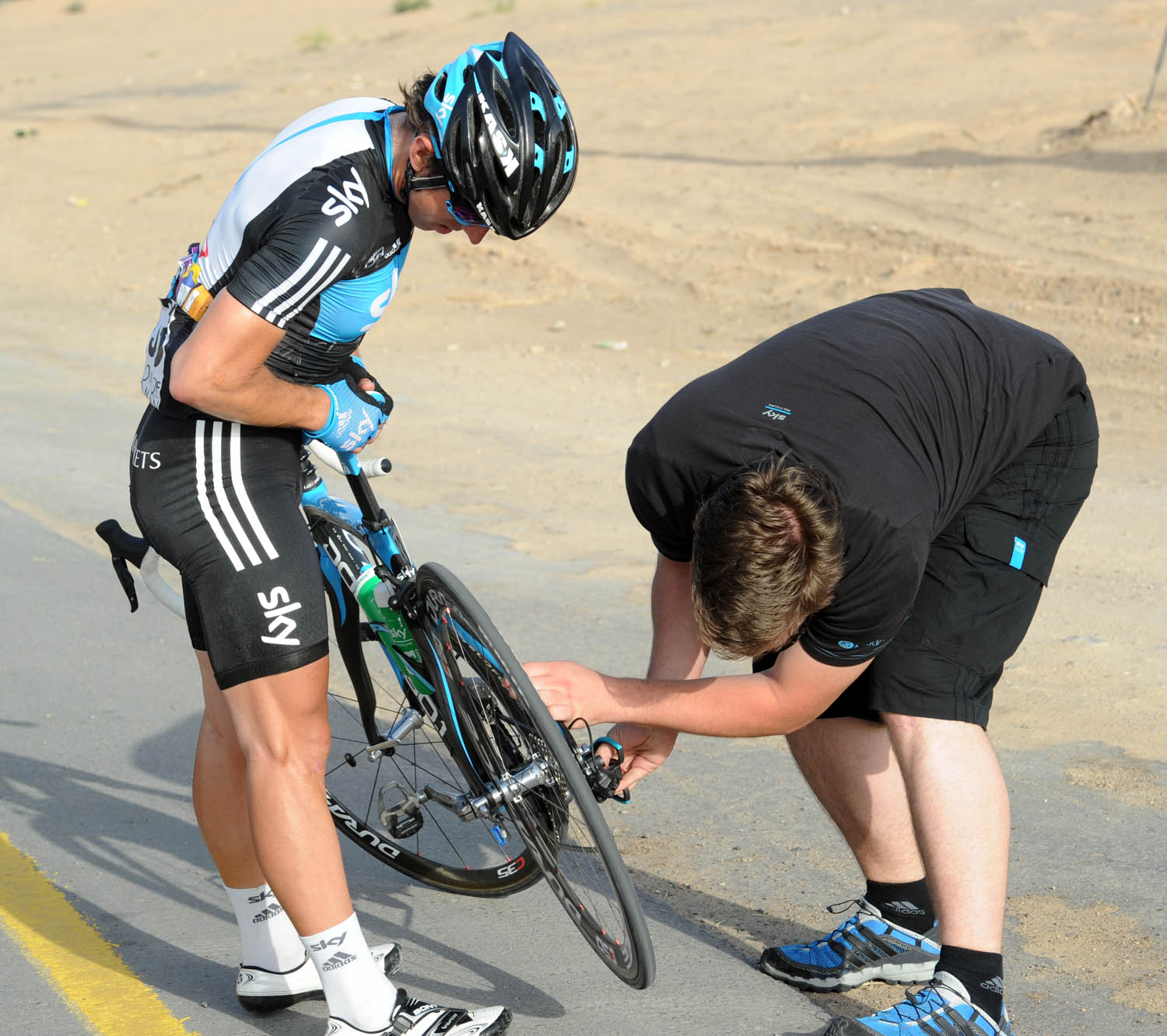 Russell Downing trouble, Tour of Oman 2011, stage three
