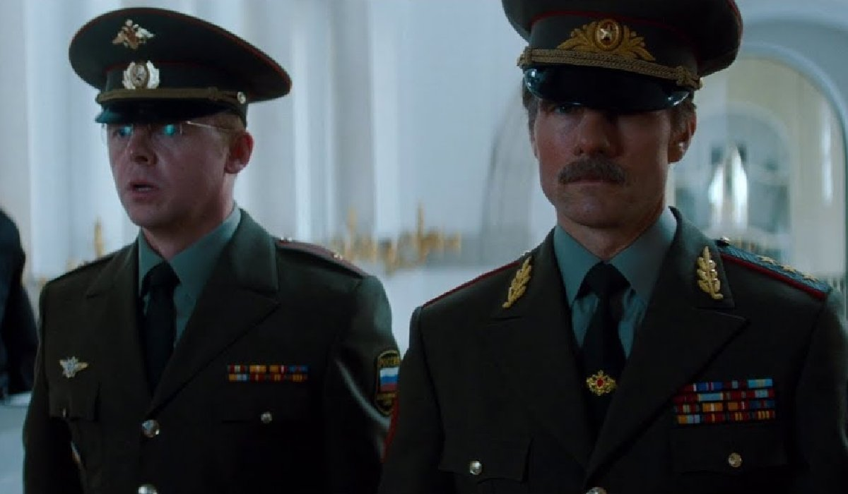 Mission: Impossible - Ghost Protocol Simon Pegg and Tom Cruise in disguise, at the Kremlin