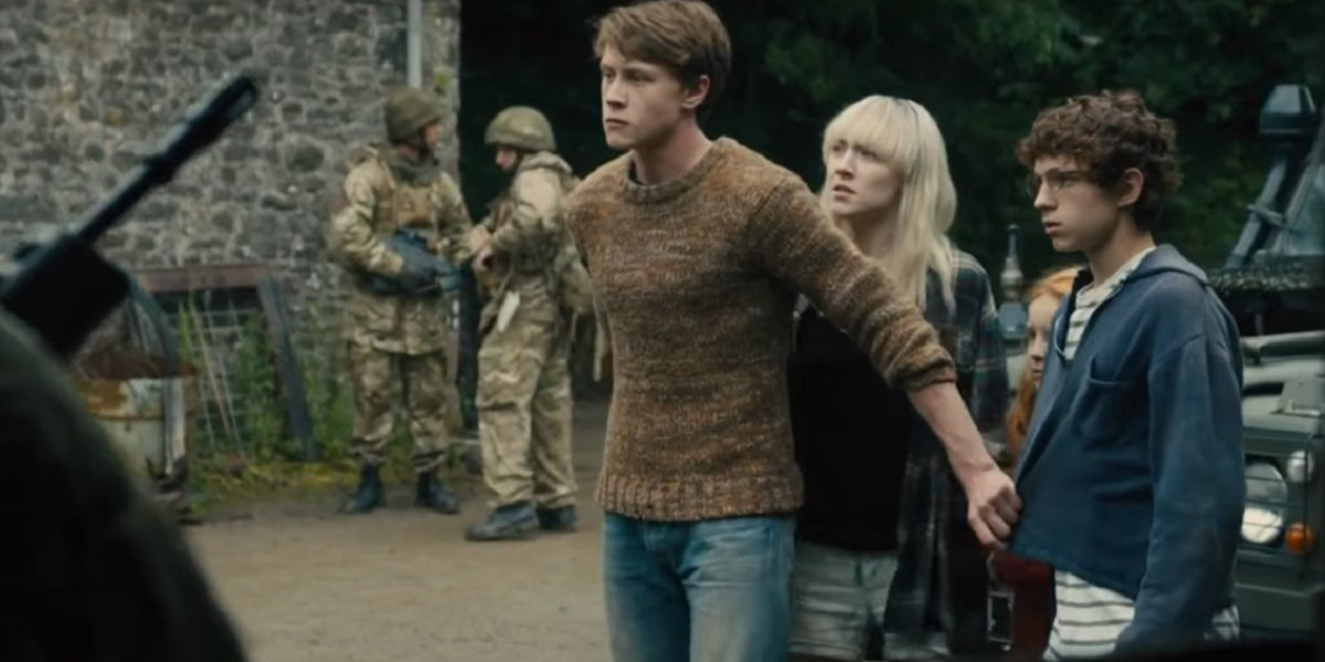 Saoirse Ronan, George MacKay, Tom Hollands, and Harley Bird in How I Live Now