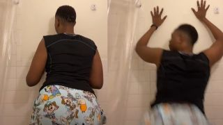 Guy twerks in shower to Papa Roach