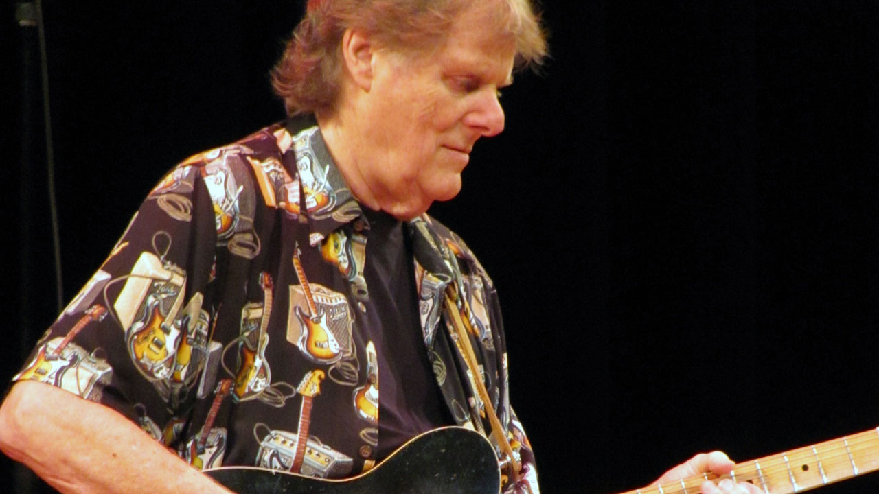 Session guitar legend Reggie Young dead at 82