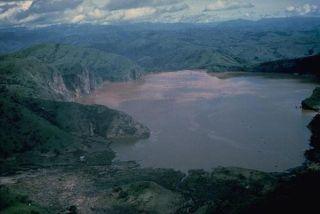 volcano-lake-nyos-110224-02