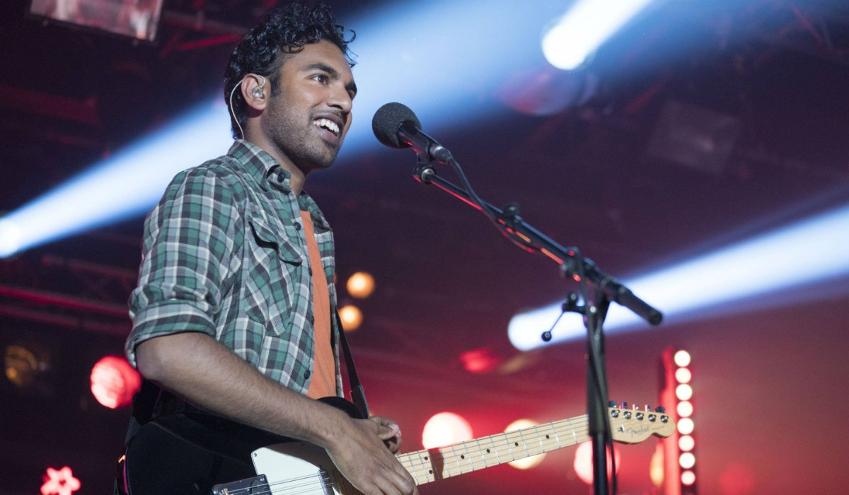Yesterday Himesh Patel playing guitar on stage