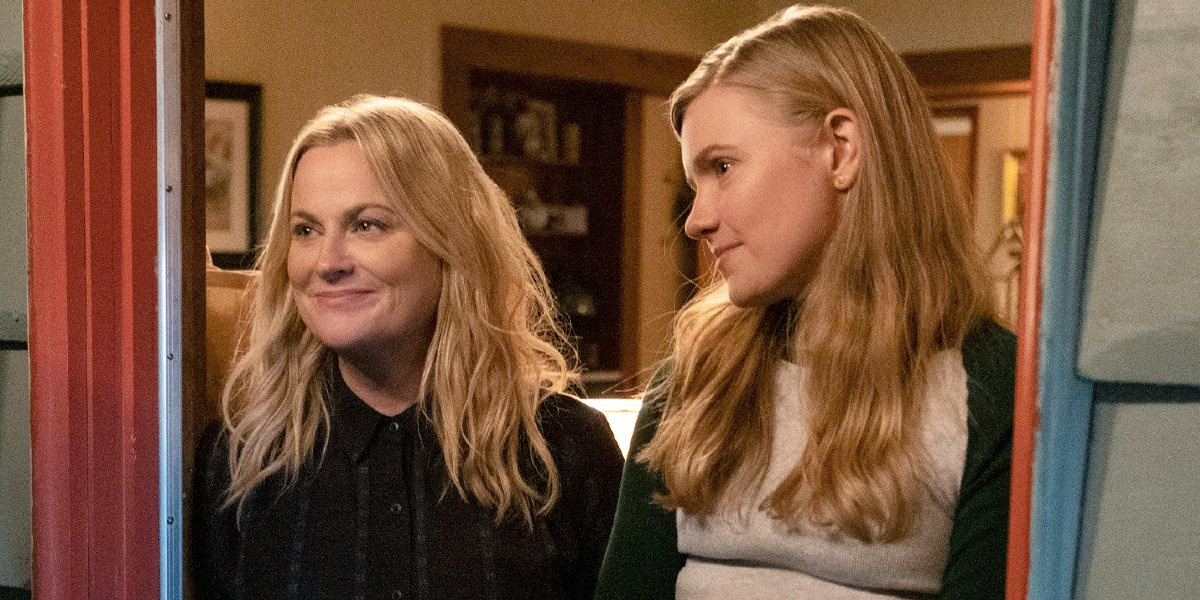 Amy Poehler and Hadley Robinson in Moxie