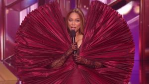 Dancing With The Stars Fans Had Some Hilarious Reactions To Tyra Banks 'Bowtie Pasta' Dress