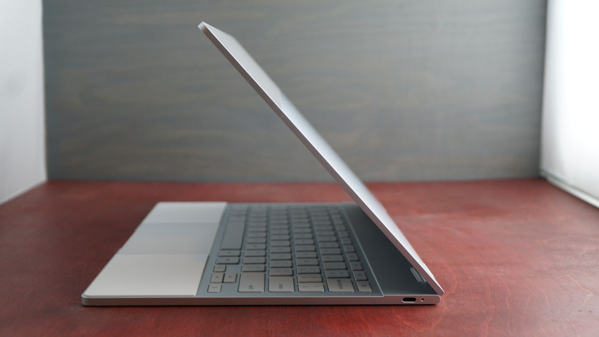 Chromebooks could dual-boot into Windows 10 soon