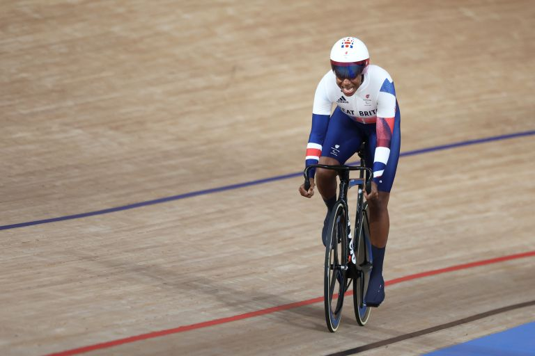 Kadeena Cox riding to gold and a new world record at the Tokyo 2020 Paralympic Games