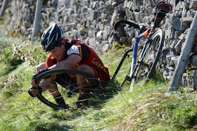 Härtere Rennradreifen bedeuten weniger Zeit für die Reparatur von Reifenpannen, sind aber nicht so schnell zu fahren