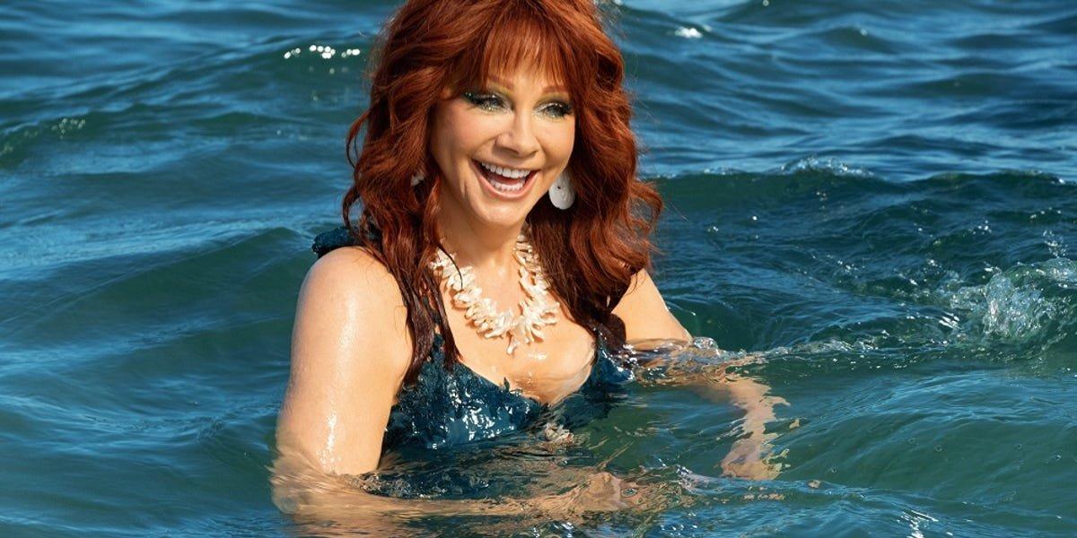 Reba McEntire in Barb and Star Go to Vista Del Mar