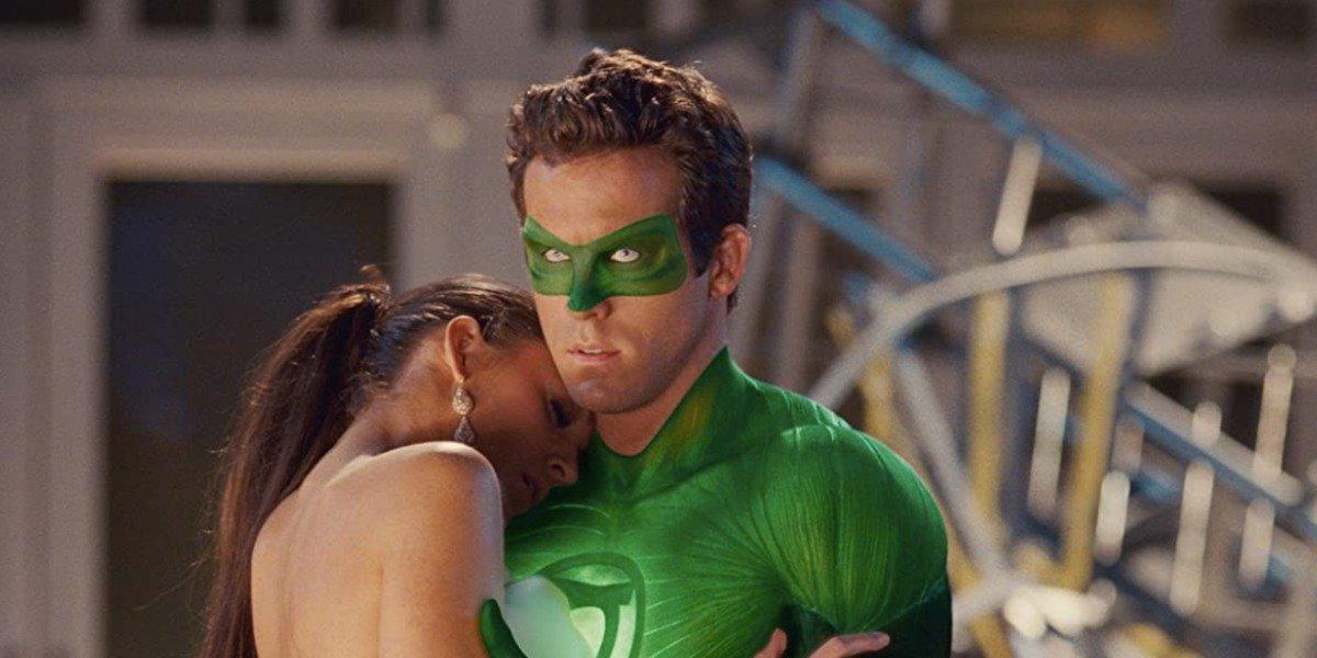Ryan Reynolds Has A+ Description Of Green Lantern When Reflecting On Meeting Blake Lively