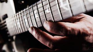 How to play legato guitar licks
