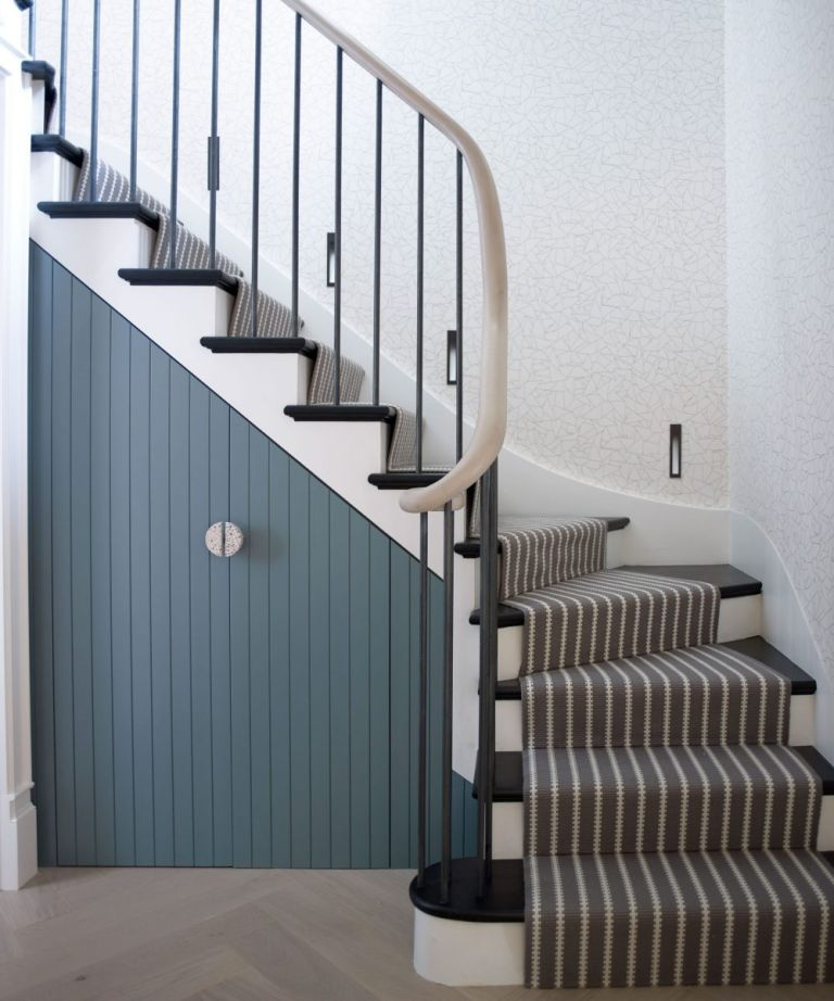 How to decorate a staircase 2