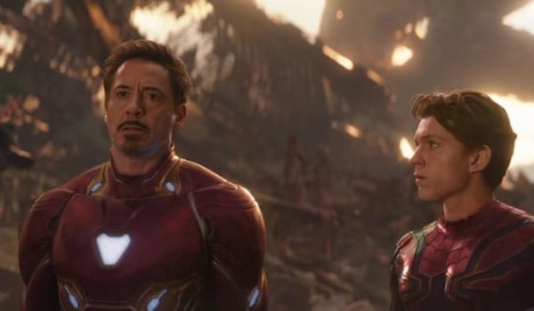 Avengers: Infinity War Tony and Peter in their suits, on Titan