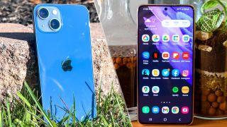 iPhone 13 next to Samsung Galaxy S21