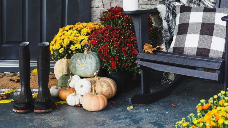 fall front porch ideas: pumpkins and plaid