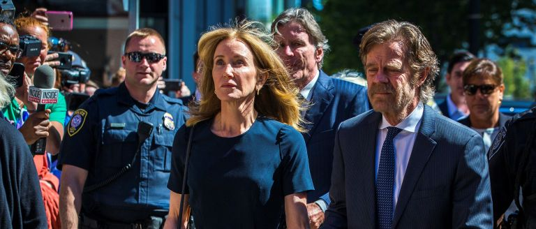 Operation Varsity Blues - Felicity Huffman arrives with her husband William H. Macy at John Joseph Moakley US Courthouse in Boston