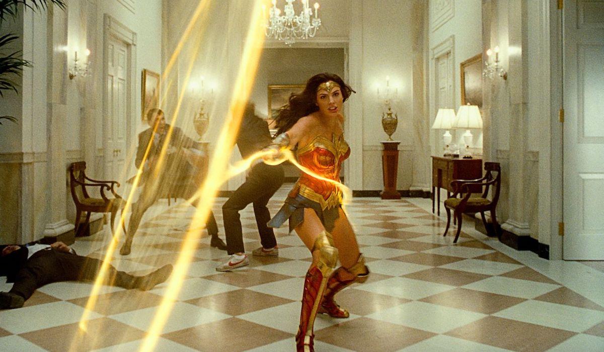 Gal Gadot swinging lasso in Wonder Woman 1984