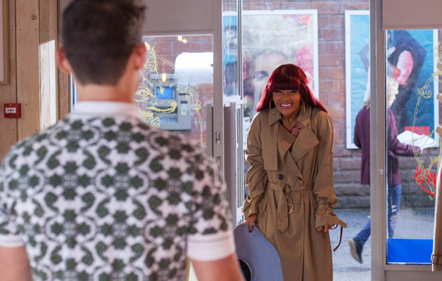 Jesse tells Goldie they should go on the run together but will she agree?