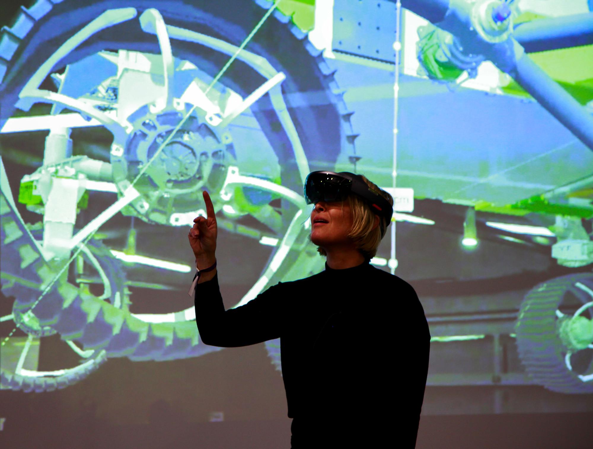 d86a21e22294 NASA s HoloLens Demo Puts Researchers on Mars