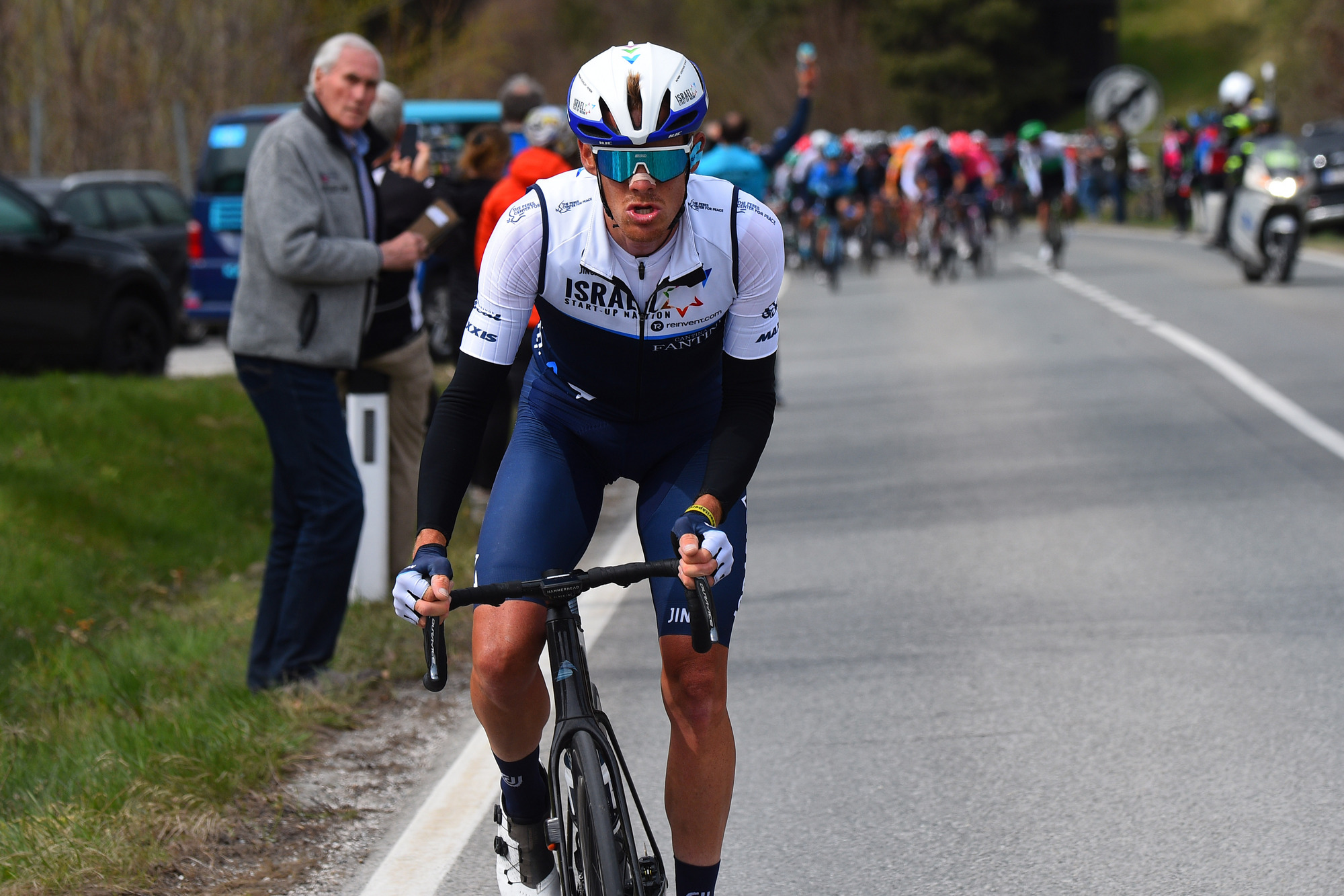 Alessandro De Marchi (Israel Start-Up Nation) attacked early during the stage