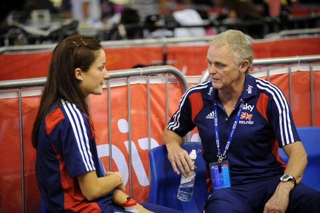 Lizzie Armitstead Team GB talks to team psychiatrist Steve Peters 2009 Manchester world cup.jpg