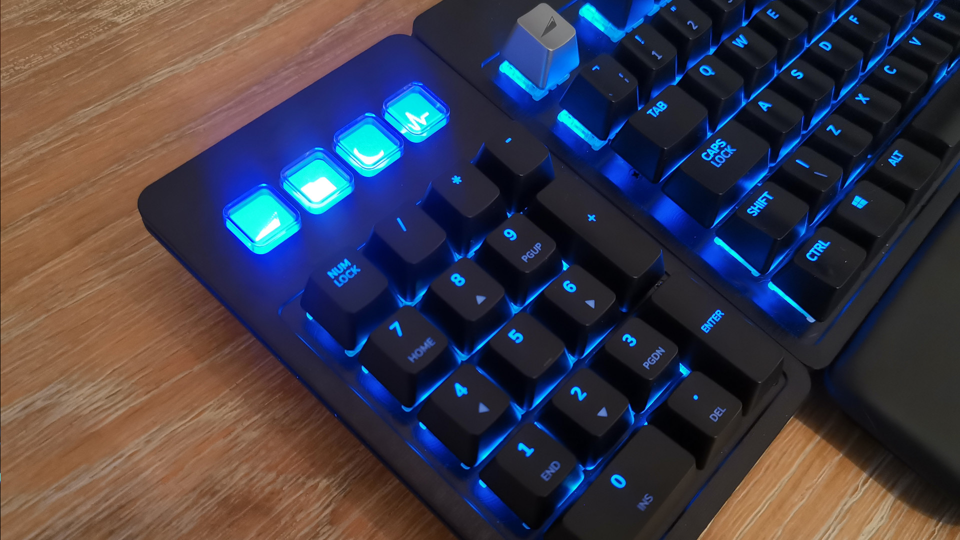 Mountain Everest Max keyboard product shot