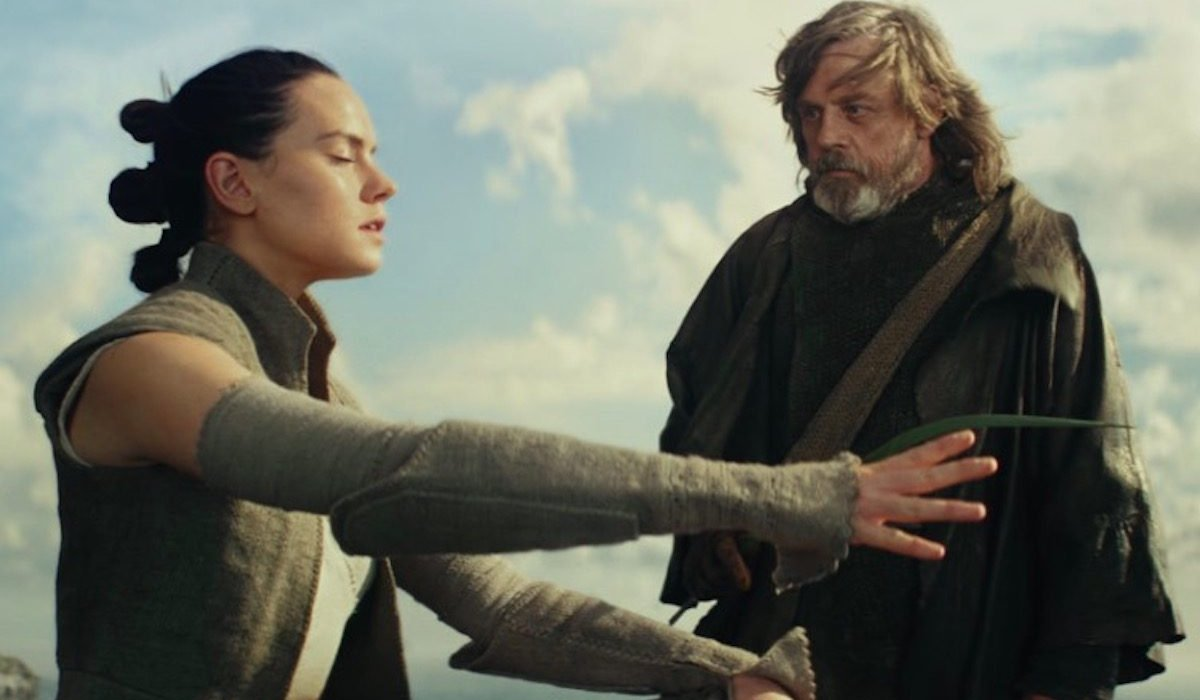 Star Wars: The Last Jedi Luke psyches out Rey with a palm