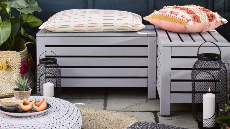 garden bench upcycled with Rust-Oleum paint
