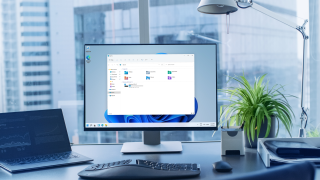 Esplora risorse di Windows 11 con angoli arrotondati sul PC di un ufficio