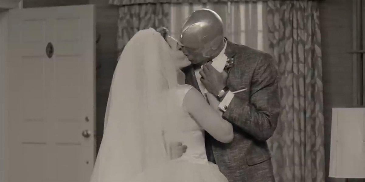 WandaVision Marvel Married kiss