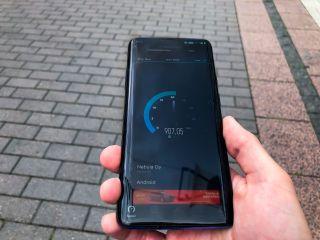 Speedtest-nopeustesti Elisan 5G-testiliittymällä.