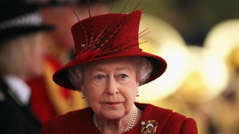Windsor, ENGLAND - OCTOBER 26: Queen Elizabeth II arrives to greet the Emir of Qatar, Sheikh Hamad bin Khalifa al Thani to her Windsor residence on October 26, 2010 in Windsor, England. The Sheikh is on a two day State visit to the UK, the first since 1985, which is seen as important in strengthening already strongly established business links with one of the Gulf States most financially powerful nations. (Photo by Dan Kitwood - WPA Pool /Getty Images)