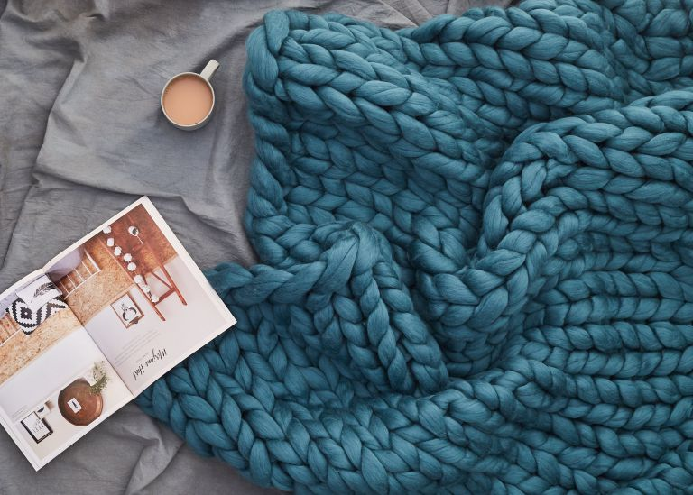 How to knit a chunky blanket using arm knitting