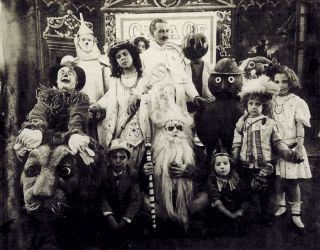 L. Frank Baum (center) surrounded by characters from The Fairylogue and Radio-Plays, a traveling multimedia Oz stage show. Circa 1908.