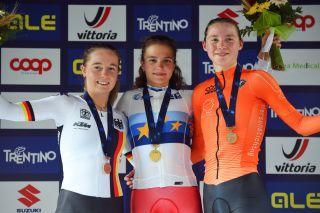 Antonia Niedemaier (GER) - Alena Vanchenko (RUS) - Elise Uijen (NED) made up the junior women's podium