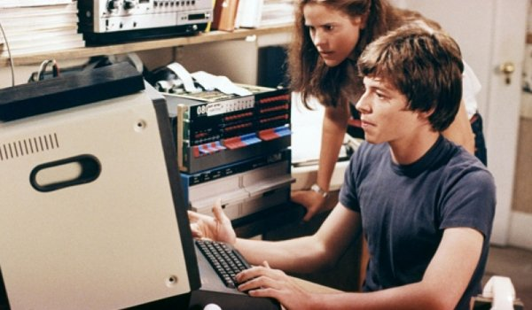 Wargames Ally Sheedy and Matthew Broderick working on the computer