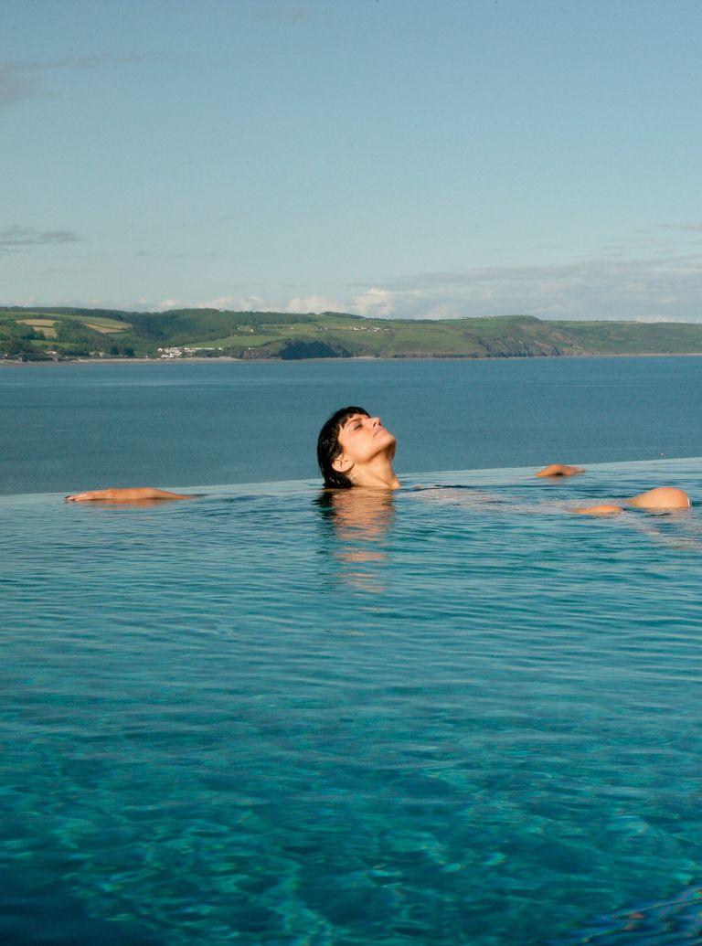 Wales---Saundersfoot-St-Brides-spa-hotel-infinty-pool-with-beach-view.jpg
