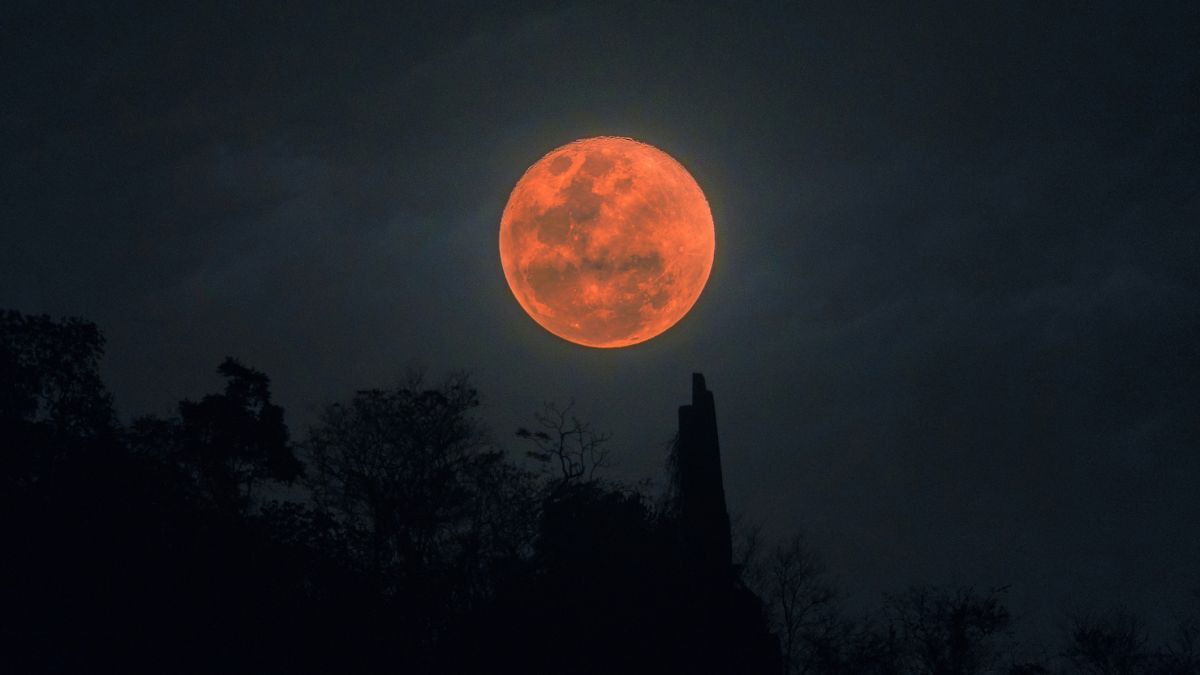 How moon photograph the to blood